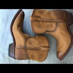 Frye Billy short boot In Cognac
